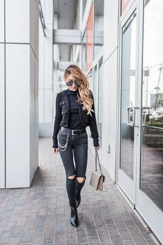 chic all black outfit // notjessfashion.com // All black chic outfit, black distressed jeans, chain belt, all black outfit, fashion street style, black aviator sunglasses, cropped black jacket, black boots, minimalist black outfit, minimalist style, clean black outfit, edgy style, asian blogger, new york fashion blogger