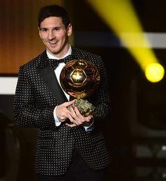 Muza :: Informe-se, Inspire-se!: Moda, gay e futebol: o smoking do Messi e Neymar na capa da Vogue