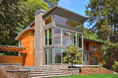 This house is situated on the shores of Lake Washington in North Seattle | First Lamp Architecture
