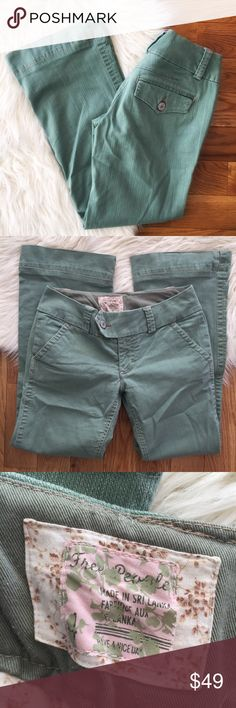 """Free People green denim bootcut jeans These are the cutest color, which thick waistband, bootcut fit, and versatile color. Great for any season or occasion.  Measurements laying flat:  * Waist 15.5"""" * Inseam  28"""" * Rise 8""""  Condition/Flaws * Gently used, but still in excellent condition * No significant flaws (stains, rips, pilling) Free People Jeans Boot Cut"""