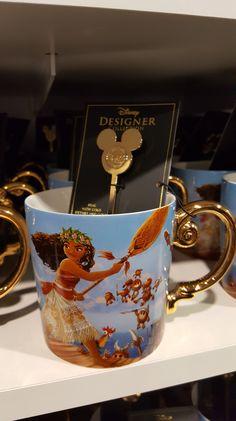 Disney Coffee Mugs, Cute Coffee Mugs, Cool Mugs, Coffee Cups, Disney Designer Collection, Disney Tassen, Disney Cups, Images Disney, Disney Rooms