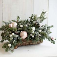 Christmas Advent Wreath, Christmas Candle Decorations, Christmas Log, Christmas Flower Arrangements, Christmas World, Christmas Trends, Christmas Flowers, Art Floral Noel, Deco Floral