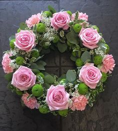 Pink Roses funeral wreath – Projects to Try – Wreaths Funeral Floral Arrangements, Church Flower Arrangements, Rose Arrangements, Funeral Bouquet, Funeral Flowers, Wreaths For Funerals, Sympathy Flowers, Deco Floral, Diy Wreath