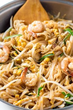 This is THE BEST Shrimp Pad Thai Recipe! I learnt it in a cooking class in Chiang Mai. The gluten free noodle stir fry tastes just like on the streets of Thailand. Thai Recipes, Asian Recipes, Cooking Recipes, Ramen Recipes, Japanese Recipes, Chinese Recipes, Easy Recipes, Vegetarian Recipes, Asian Noodles