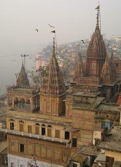 . Temple India, Hindu Temple, Indian Temple Architecture, Beautiful Architecture, Varanasi, Tourist Places, Places To Travel, Rishikesh, Hindus