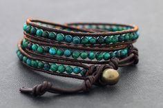 He encontrado este interesante anuncio de Etsy en https://www.etsy.com/es/listing/100531431/chrysocolla-brown-leather-wrap-bracelet