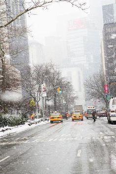 New York City neve caindo, inverno, táxis amarelos por MyohoDane