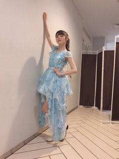 道重さゆみのドレスを使った高橋愛のコーディネートです。WEARはモデル・俳優・ショップスタッフなどの着こなしをチェックできるファッションコーディネートサイトです。