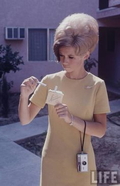 Hairstyles of the 1960s: The Beehive