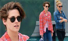 Kristen Stewart Passeando Com Ruth Bernstein Na Cidade De Nova York Em 07 Outubro 2014  No início do dia 07 de outubro, terça-feira, a belíssima atriz norte-americana Kristen Stewart foi fotografada enquanto caminhava pelas ruas da cidade de Nova Iorque, acompanhada de sua assessora Ruth Bernstein. Atriz usava um look super casual, uma camisa xadrez vermelha e jeans. Kristen se encontra em Nova Iorque para divulgação dos seus mais recentes filmes Camp X-Ray, Clouds of Sils Maria e Still…