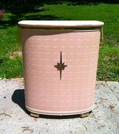 LAUNDRY~ MODERN 50s/60s ANTIQUE PINK PEARL-WICK LAUNDRY HAMPER Vintage Laundry, Vintage Tile, Vintage Sofa, Vintage Vanity, Vintage Perfume, Vintage Antiques, Retro Vintage, Lawn Furniture, Antique Furniture