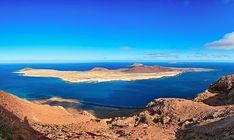 La Graciosa ist die kleinste bewohnte Insel der Kanaren Costa, Menorca, Dubrovnik, Spanish Islands, Beach Vibes, Beach Wear, Grand Canyon, Water, Travel