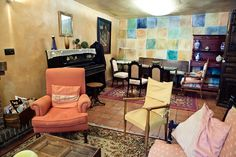 Salón de la farmacia de la Posada Casa del Abad de Ampudia hotel spa #hotelesconencanto #hotelesenpalencia #bucolichoteles