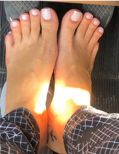 Pretty Toe Nails, Cute Toe Nails, Cute Toes, Pretty Toes, French Tip Toes, French Toe Nails, French Pedicure, Feet Soles, Women's Feet