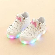Uusi 2018 Korkealaatuinen unisex cool Zip vauvan rento kengät  timanttimuotti vauvan saappaat kumi tyylikäs LED valaistu 3c5ca828be