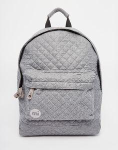 Moletom 3D - As mochilas ganharam força e vão invadir as próximas coleções de moda.  Imagem: Mi Pac