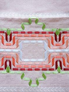 Pano de prato bordado com fita de cetim | Artigianato | Elo7