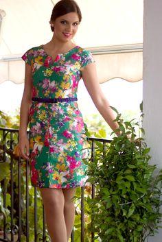 Vestido de manga corta y flores con cinturón