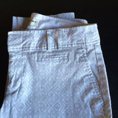 Ankle crop pants White with light grey print. 97%cotton and 3% spandex. Banana Republic Pants Ankle & Cropped
