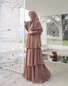Niqab Fashion, Muslim Fashion, Skirt Fashion, Fashion Dresses, Hijab Dress Party, Hijab Style Dress, Hijab Fashion Inspiration, Muslim Dress, Modest Dresses