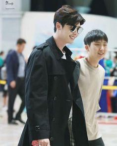 Only Lee Jong Suk — Leejongsuk at GMP airport heading to. Kang Chul, Hyun Suk, Lee Joon, Lee Min Ho, Asian Actors, Korean Actors, Lee Jong Suk Wallpaper, Lee Jong Suk Cute, Lee Jong Suk Kim Woo Bin