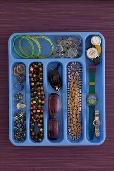 Porta talher- Utilize o porta talher para organizar as gavetas de bijouterias.