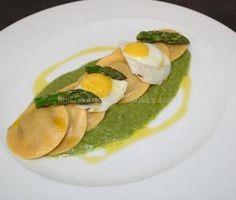 Ravioli Alheira in asparagi letto Crema con uova di quaglia(Raviolli de Alheira em Cama de Creme de Espargos com Ovos de Codorniz)