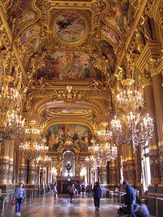 ベルサイユ宮殿の「鏡の間」よりも豪華に感じた、黄金に輝くオペラ座のグラン・ホワイエ。劇場に来た高揚感が一層高まる最高の空間☆ フランスを写そう。フランスの旅フォトコンクール2014