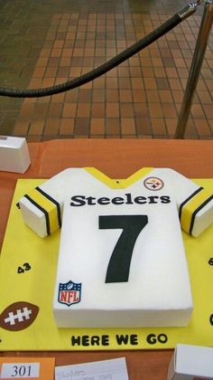 Jersey for a grooms cake. Would prefer Mizzou jersey though. Football Birthday, 50th Birthday Party, Birthday Ideas, Birthday Cake, Happy Birthday, Steelers Football, Steelers Stuff, Football Cakes, Sport Cakes