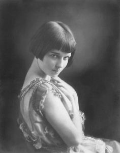 A rather young Louise Brooks.