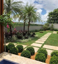 best white gravel landscaping ideas & designs for 2020 page 18 Small Tropical Gardens, Tropical Garden Design, Garden Landscape Design, Small Gardens, Outdoor Gardens, Modern Gardens, Landscape Plans, Gravel Landscaping, Tropical Landscaping