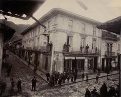 Las inéditas y extraordinarias fotos francesas que revelan la Colombia del siglo XIX -- Esquina de la Calle Real, Bogotá Japan Spring, Spring Time, Cali, Liverpool, History, Bbc News, Travel, Carrera, Geek Stuff