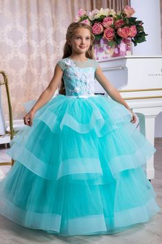 The best turquoise flower girl dress for your little princess. This Queen.Boutique dress accentuates sophisticated style and sophisticated elegance, emphasizing femininity. Sweet 16 Dresses, Sweet Dress, Little Girl Dresses, Pretty Dresses, Beautiful Dresses, Girls Dresses, Flower Girl Dresses, Dress Girl, Princess Dresses