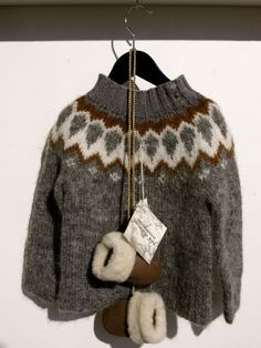 From a Huffington Post article all about icelandic sweaters Cowichan Sweater, Wooly Jumper, Fair Isle Knitting, Lace Knitting, Wire Crochet, Knit Crochet, Knitting Designs, Knitting Patterns, Crochet Patterns