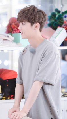 Luhan-Date super star 170608 Asian Man Haircut, Korean Haircut, Boy Hairstyles, Curled Hairstyles, Korean Men Hairstyle, Kpop Hairstyle, Boys Haircut Styles, Korean Hair Color, Luhan