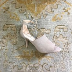 How simple and beautiful is this @pellemoda pretty? Happy Saturday! #betsykingshoes #paseoartsdistrict #fallishere #shoplocal
