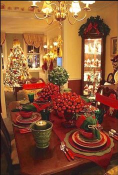 31 Stunning Luxury Christmas Home Decoration Ideas - As the festive season is round the corner almost everybody must be busy setting their home and decorating Christmas. Everybody wants to do things whic. Christmas Decorations 2015, Christmas Table Settings, Christmas Tablescapes, Christmas Centerpieces, Holiday Decor, Holiday Fun, Modern Christmas, Beautiful Christmas, Christmas Home