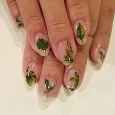 Nail art Christmas - the festive spirit on the nails. Over 70 creative ideas and tutorials - My Nails Trendy Nails, Cute Nails, Fancy Nails, Hair And Nails, My Nails, Nail Design Glitter, Clear Nails With Design, Gorgeous Nails, Nail Inspo