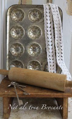 brocante oud muffinvorm blik, 12 vormen