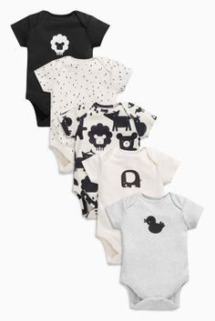 Neutral going home outfit ideas for baby- Black/Ecru Character Short Sleeved Bodysuits Five Pack from the Next UK online shop Next Baby Clothes, Neutral Baby Clothes, Baby Boy Or Girl, Baby Boy Newborn, Baby Boy Fashion, Kids Fashion, Hospital Bag Essentials, Going Home Outfit, Baby Box