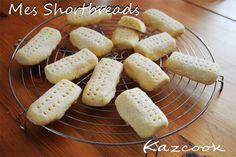 [Kaz] Le goûter du mercredi, fait à 4 mains avec mon petit chou maintenant en classe de moyenne section.    http://kazcook.com/blog/archives/319-Mes-Shortbreads-sables-ecossais-sans-oeuf.html