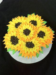 Sunflower cupcake cake - pretty!