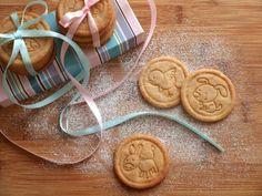 Máslové sušenky ze špaldové mouky - Avec Plaisir Croatian Recipes, Sweet Recipes, Icing, Biscuits, Xmas, Candy, Cookies, Desserts, Food