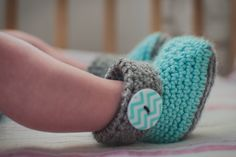 Sweetest little crocheted baby booties! -Featured on Momista Beginnings, made by Simply Crafting Away on Etsy