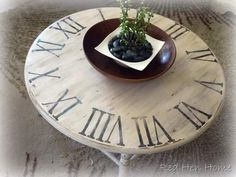 Pottery Barn Knock off Clock Table. I have a table like this, LOVE this! Cofee Table, Coffee Table Redo, Coffee Clock, Furniture Makeover, Diy Furniture, Upcycled Furniture, Home Crafts, Diy Home Decor, Art Crafts