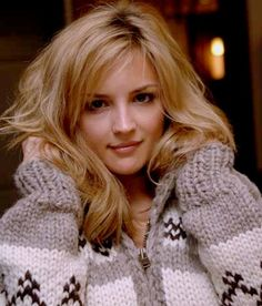 Rachael Leigh Cook pictures and photos Sweater Fashion, Sweater Outfits, Rachel Leigh Cook, Cowichan Sweater, Icelandic Sweaters, Cool Summer Outfits, Sweater Making, Winter Sweaters, Updos