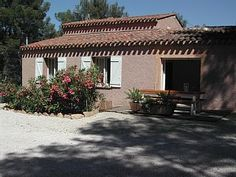 Holzhaus/blockhütte am Strand, - Holzhaus/blockhütte 3 Schlafzimmer, Schlafmöglichkeiten für 6Ferienhaus in La-Ciotat von @homeaway! #vacation #rental #travel #homeaway