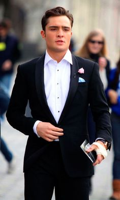 Ed Westwick Looking Dapper On The Gossip Girl Set - What's Happened To His Hand, Though? 2011