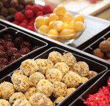Suklaamaistiaiset - Tallipihan Suklaapuoti Cereal, Breakfast, Food, Historia, Morning Coffee, Eten, Meals, Corn Flakes, Morning Breakfast