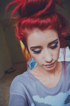 I love this girl's hair color. And not to mention she is something I wanna be: Pretty